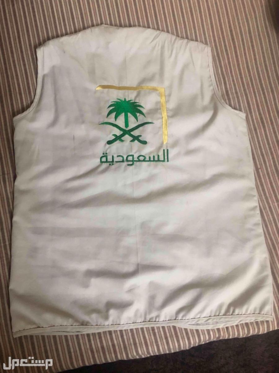 سديري عملي بجيوب عليه شعار القناه السعوديه مقاس XXL