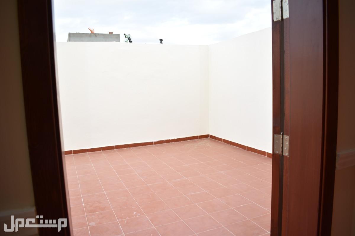 الآن شقق روف 5 غرف جديدة وفاخرة للبيع بمدينة جدة 630 ألف ريال فقط