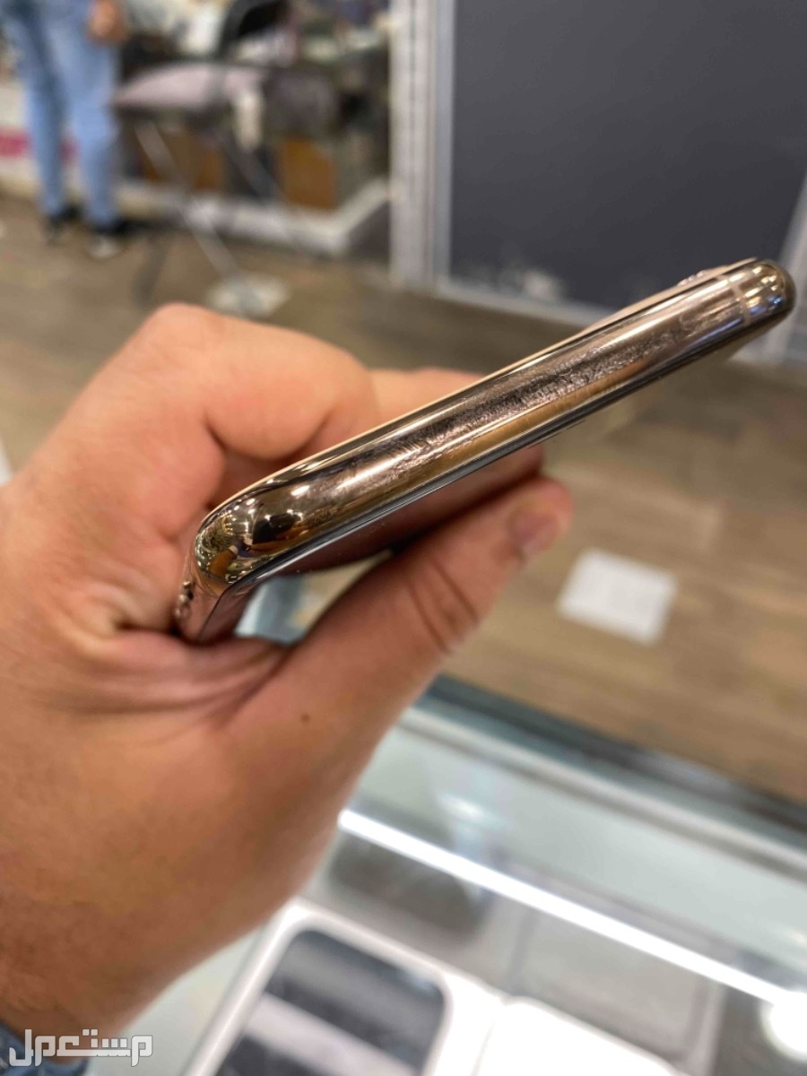 للبيع ايفون 11 برو ماكس 256 مستخدم ذهبي