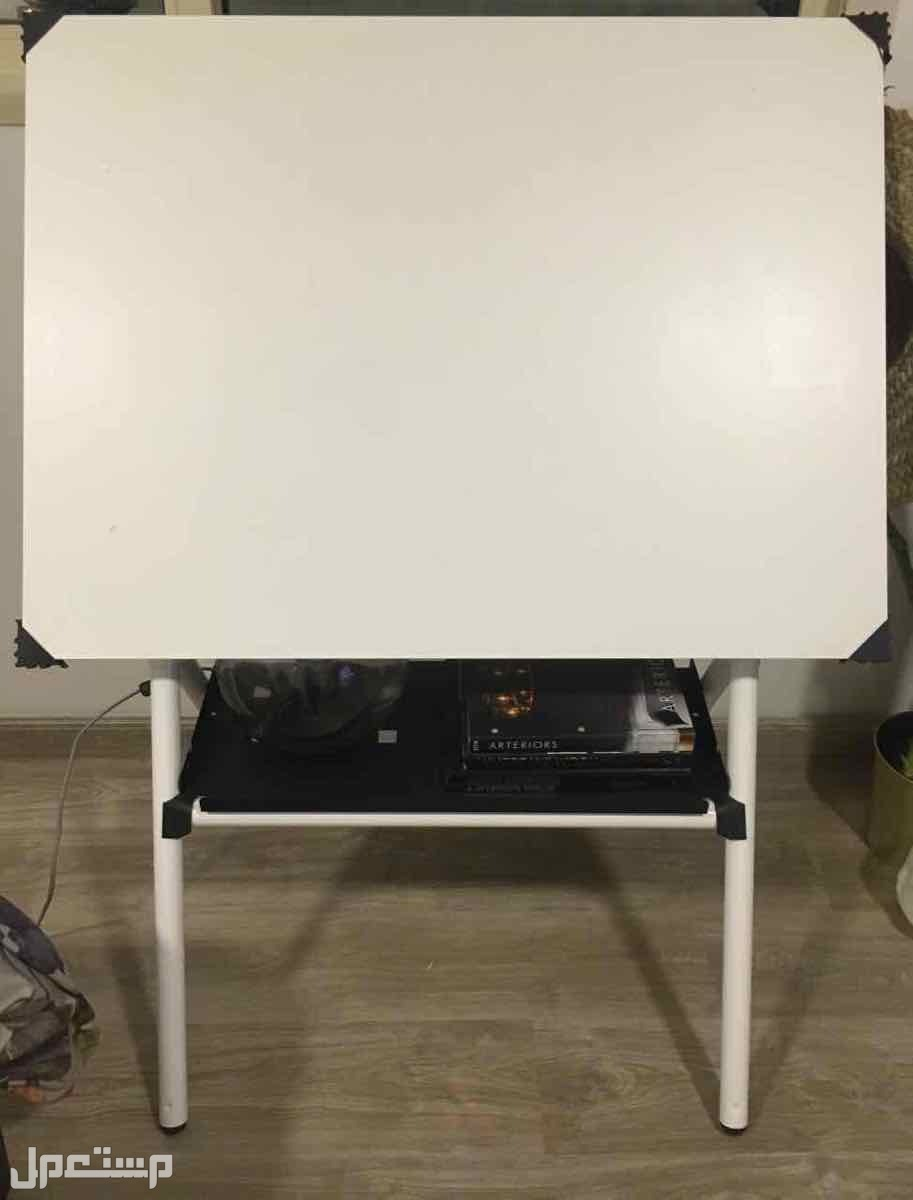 طاولة رسم هندسي مستعملة من الأمام