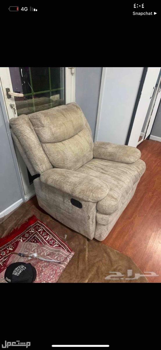 كرسي استرخاء وسماعات ال جي ودولاب