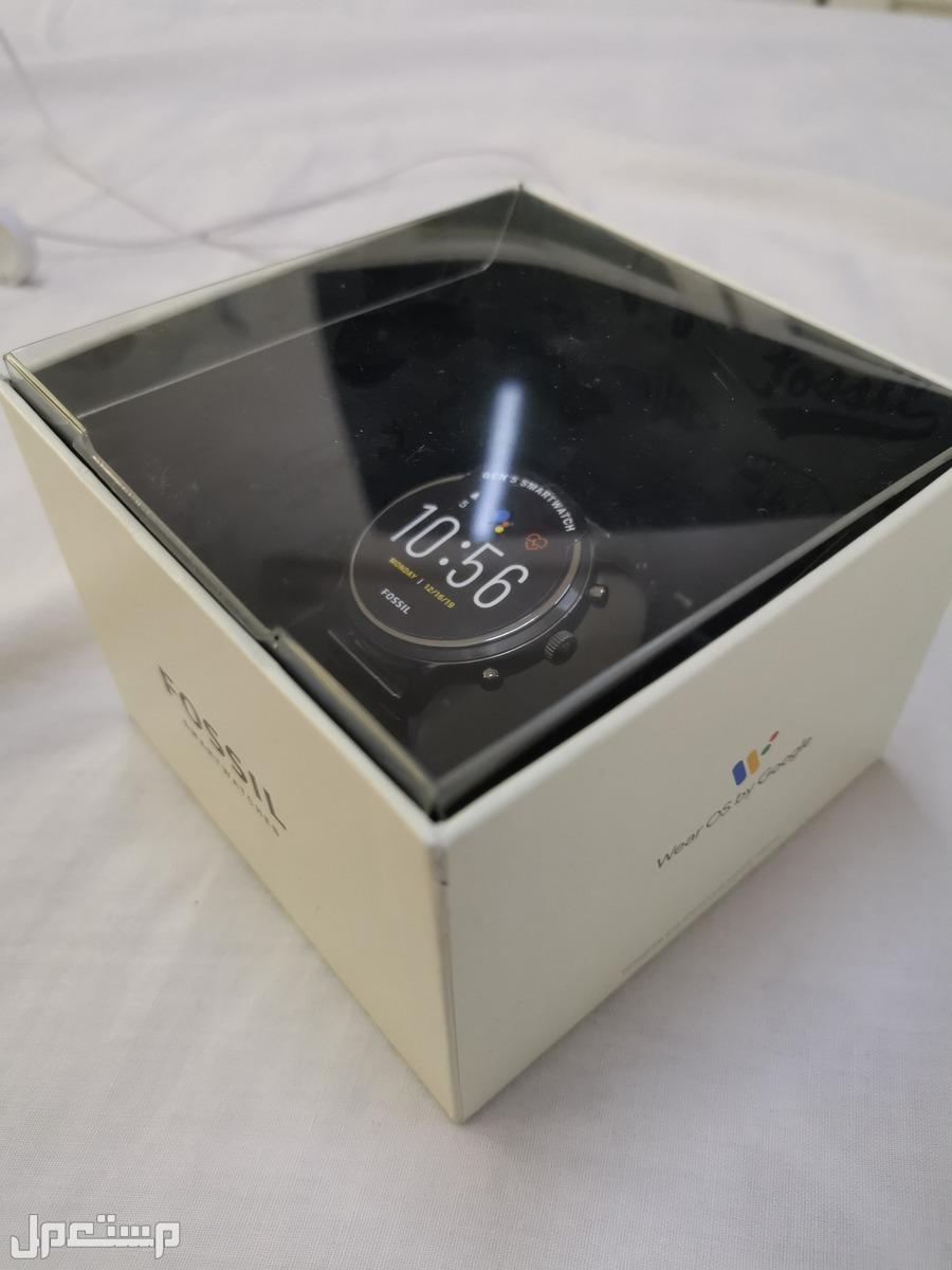 ساعة فوزيل تيتانيوم  سمارت تدعم غوغل 700 ريال