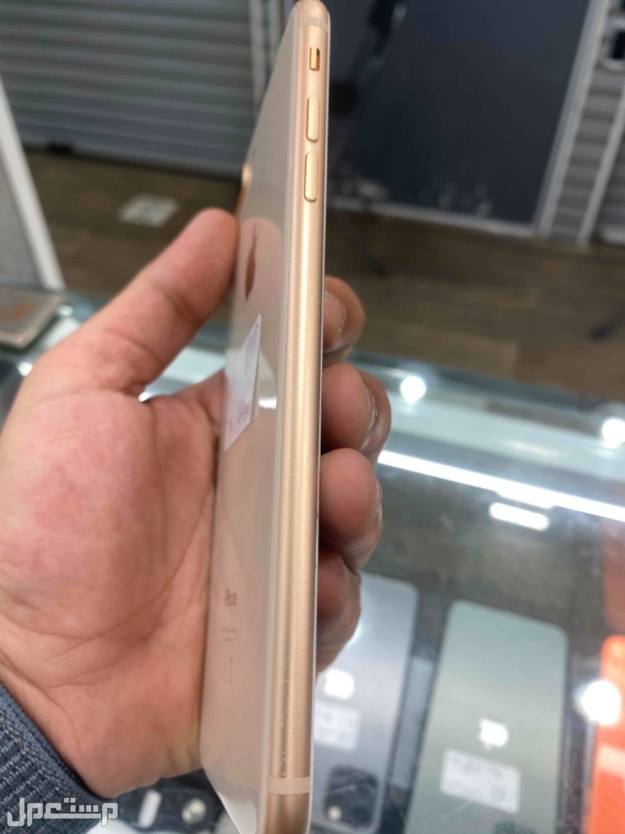 للبيع ايفون 8 بلس ذهبي مستخدم