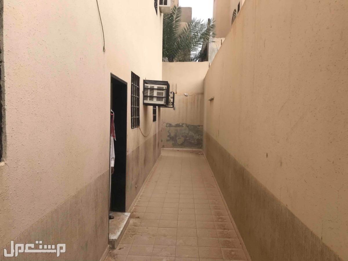 للبيع فيلا درج صاله وشقتين م500 حي الدار البيضاء بالرياض