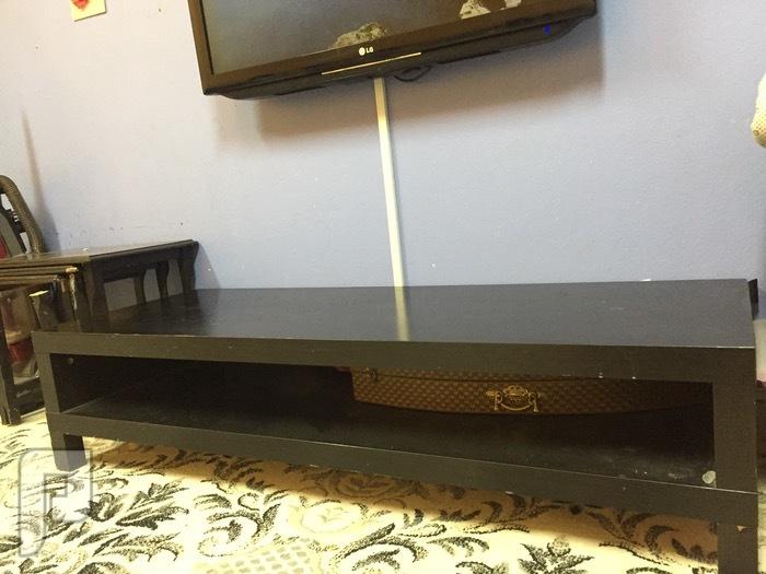 مكتبه بسعر مغري للبيع و طاولة تلفزيون من ايكيا طاولة تلفزيون من ايكيا