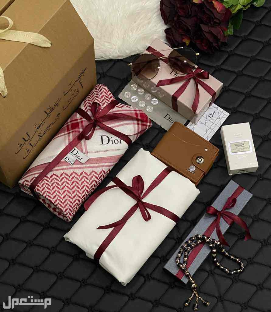 بوكس هدايا رجالي فرزاتشي ديور قماش شماغ قلم كبك محفظه نظاره التصميم بالطلب