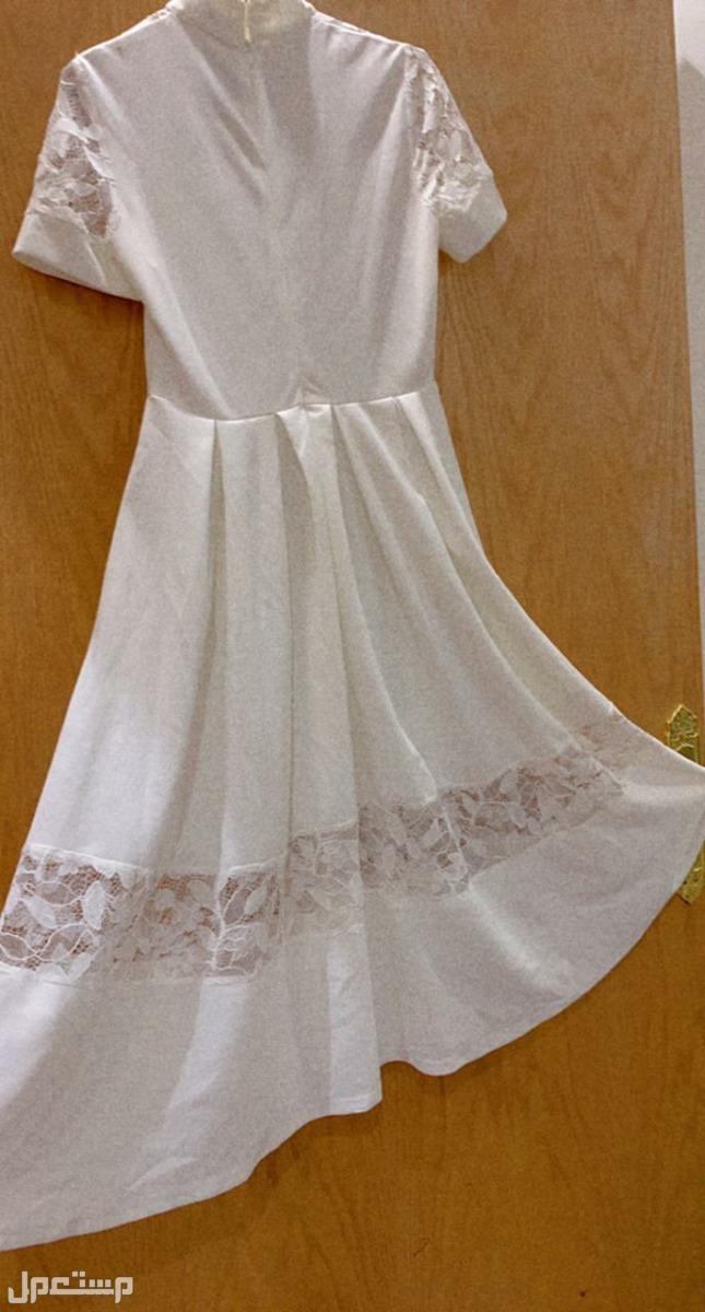 فستان للسن المحير من الخلف