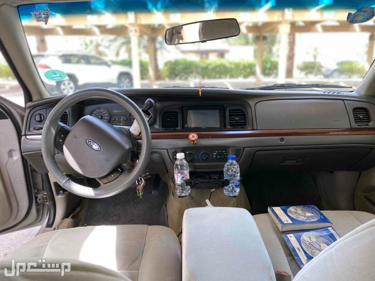 فورد كراون فكتوريا 2011 مستعملة للبيع