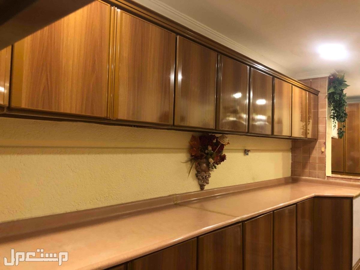دولاب مطبخ نظيف للبيع