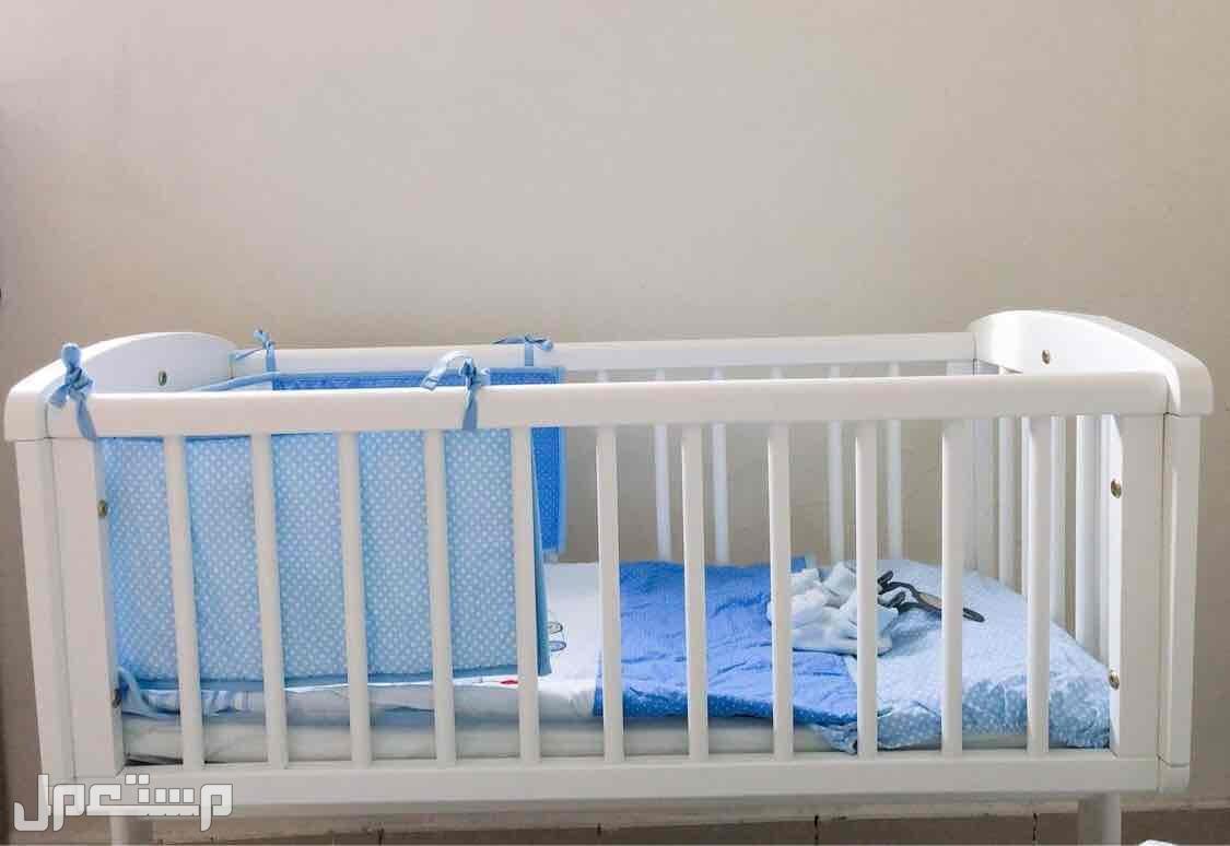 سرير أطفال رضع ( شبه جديد ) السرير من مذركير