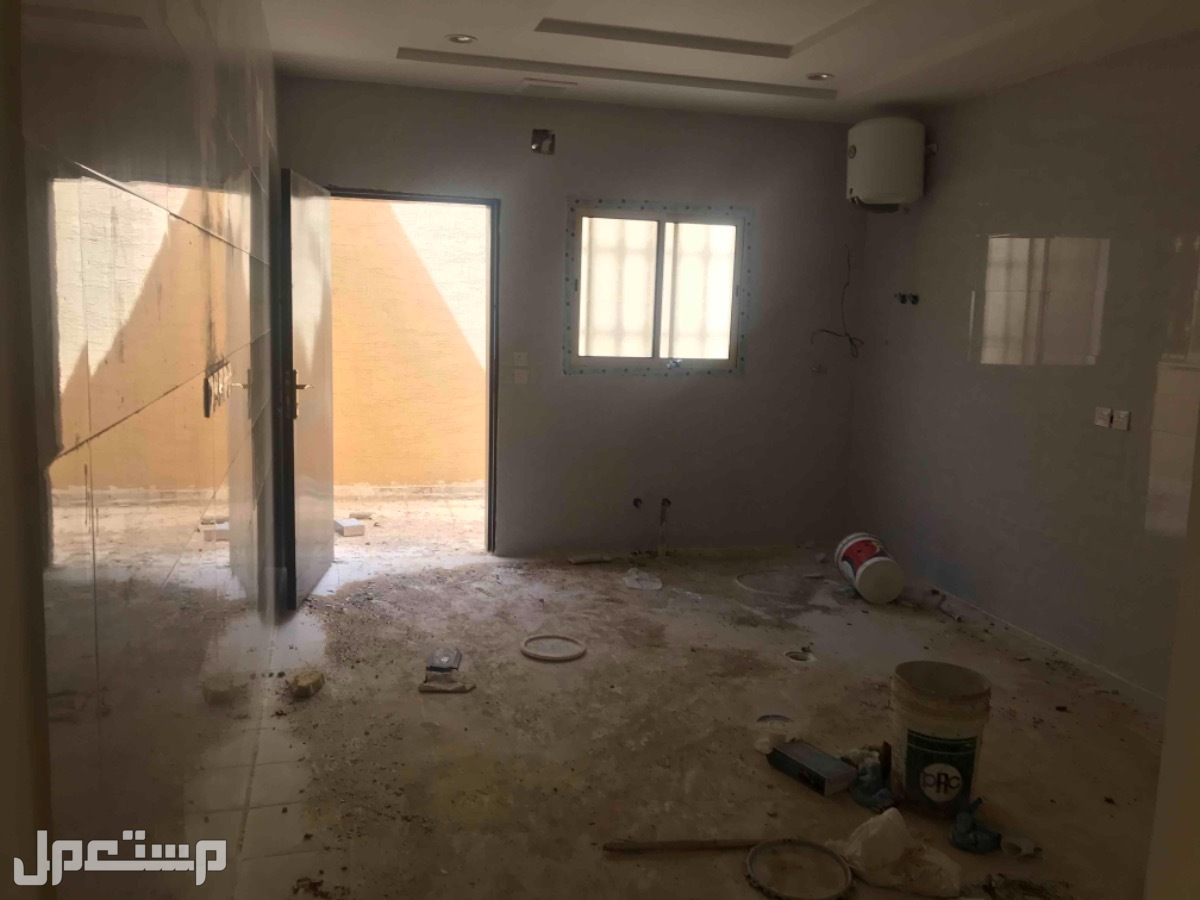 للبيع فيلا درج صاله م 300 بحي العزيزيه الرياض