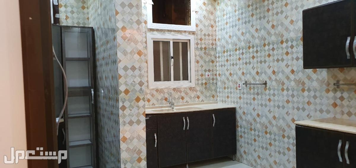 شقة فاخرة مجددة للإيجار في حي الروضة