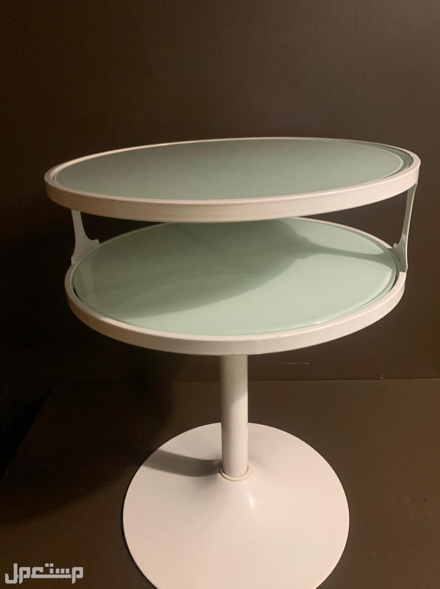 طاولات وكراسي نظيفة جدا متنوعة للبيع