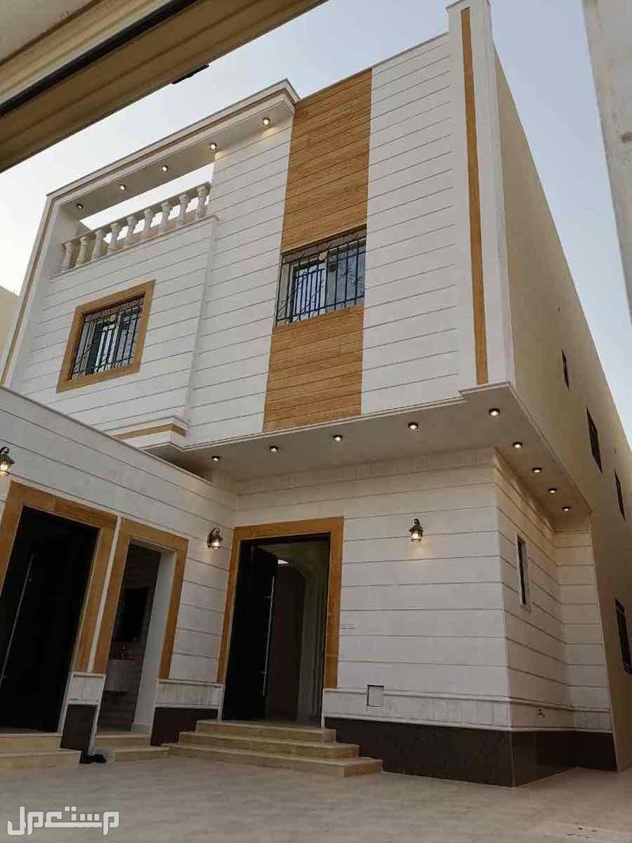 للبيع فيلا درج صاله وشقتين م 435 بحي الدار البيضاء الرياض