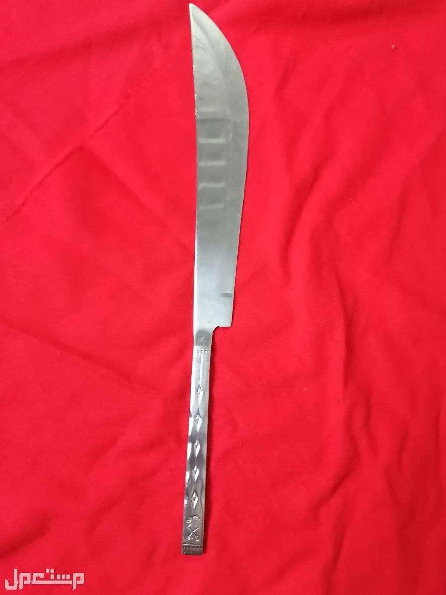 سكاكين وخنجر قديم