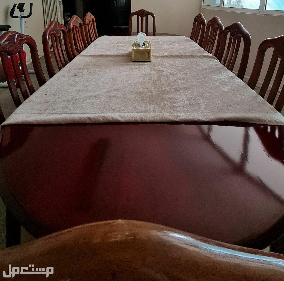طقم طاولة طعام مع عشر كراسي