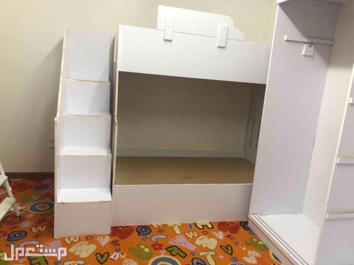 للبيع غرفة اطفال + تسريحة و سرير مزدوج