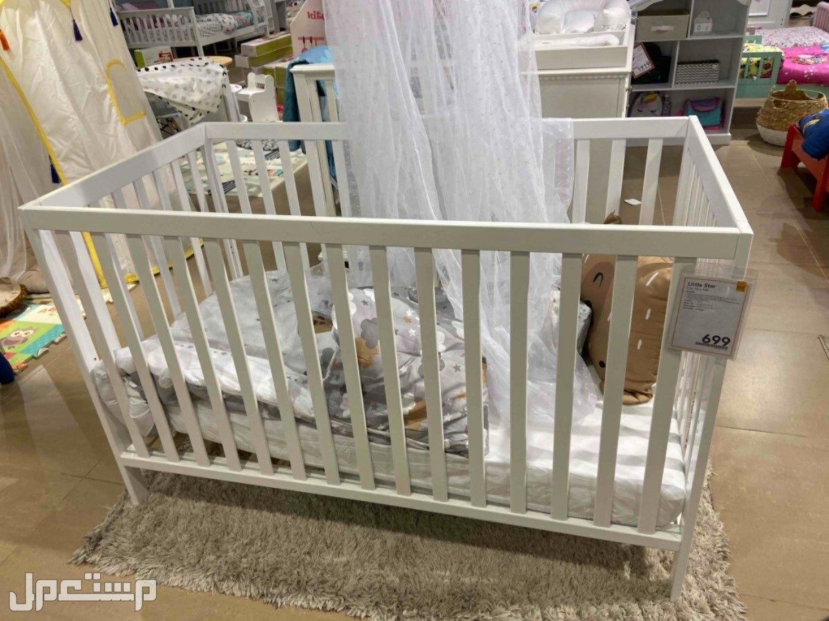 للبيع سرير اطفال بكرتونه شبه جديد