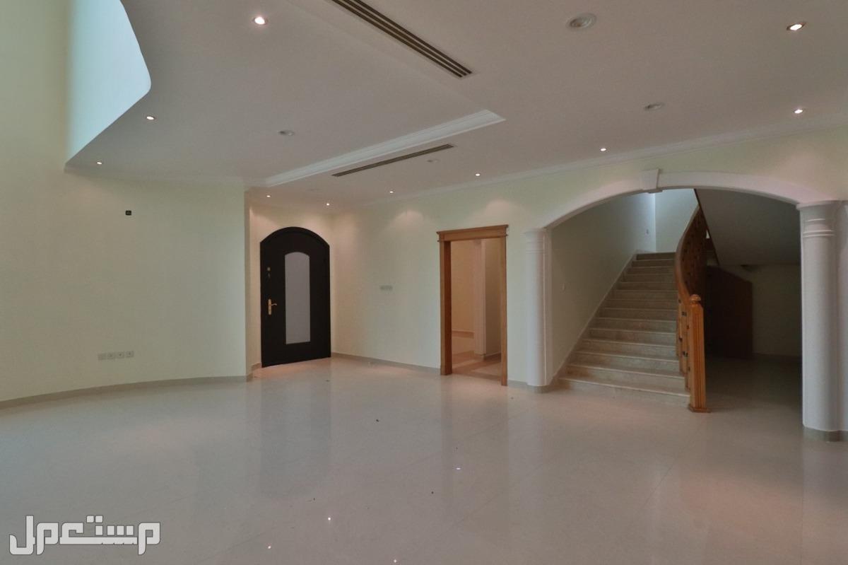 للبيع فيلا بناء شخصي 9 غرف وملحق خارجي المساحه 520م  في حي الصحافه