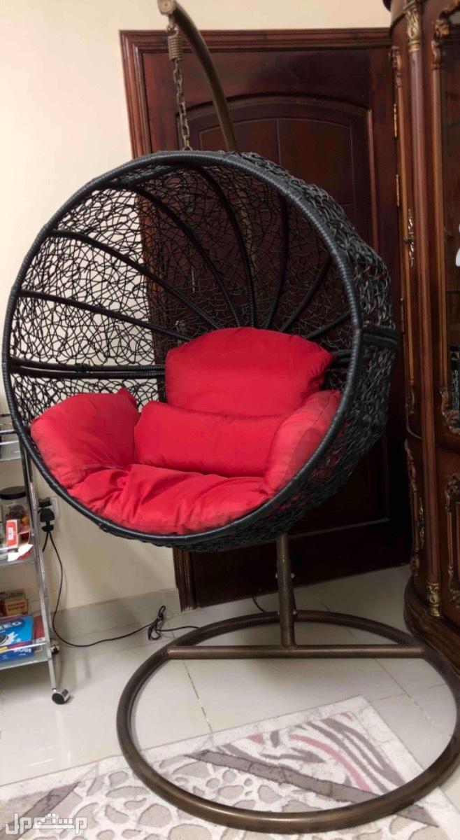 كرسي معلق بحالة ممتازة للبيع