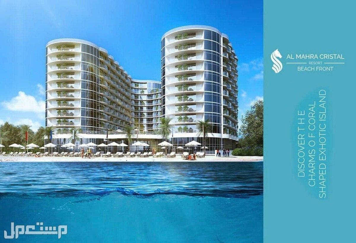 اخر فرصة للتملك في اكبر مشروع استثماري براس الخيمة صورة توضح واجهة المبنى من البحر