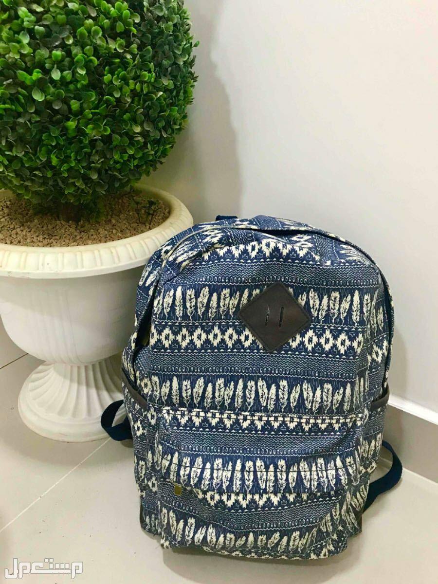 حقيبة ظهر لون ازرق + هدية عشوائية من الأمام