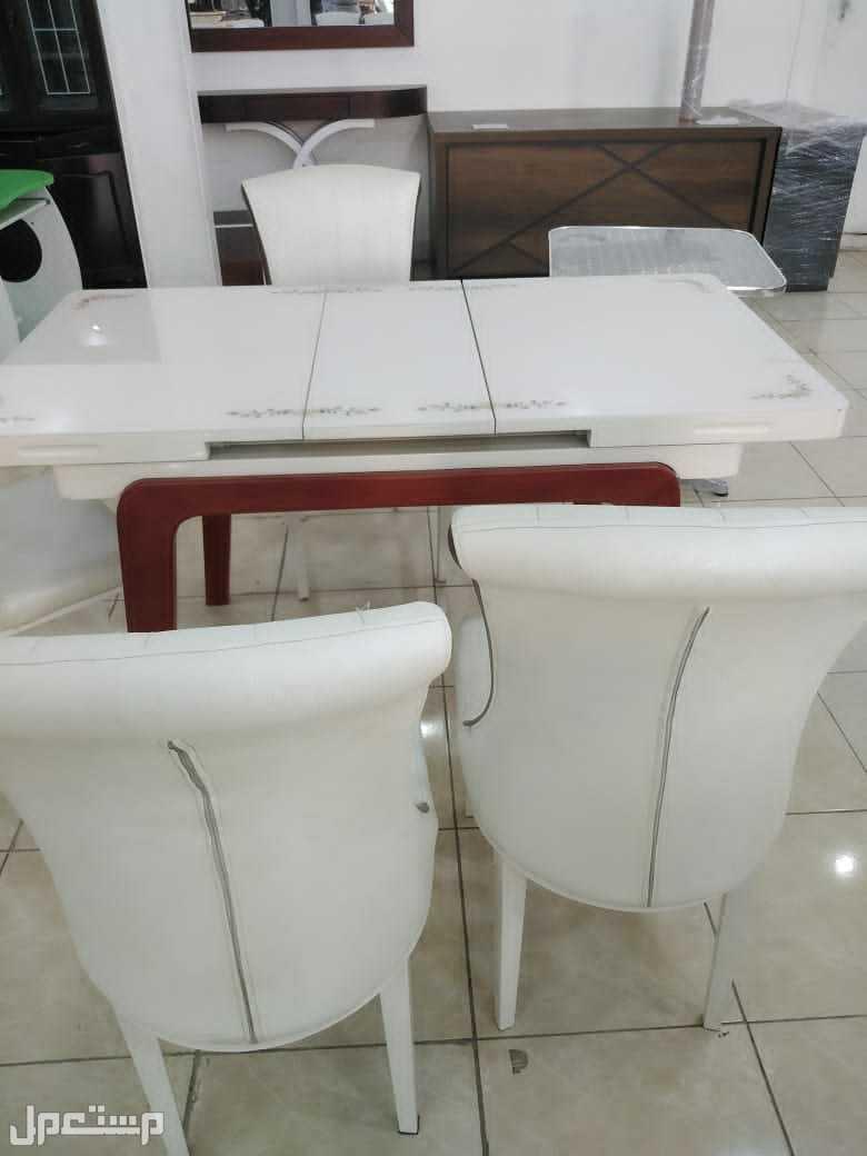 طاولة فيبر مقاوم للحرارة وارجل خشب فخامة توصيل وتركيب جدة ومكة