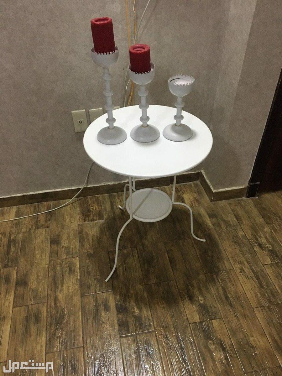 فررررصة طاولات نظيفة في صالات الجلوس والمدخل