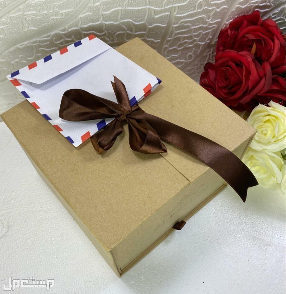 بوكس نسائي راقي كرت إهداء عبارة حسب الطلب  تنسيق الورد نفس الصوره
