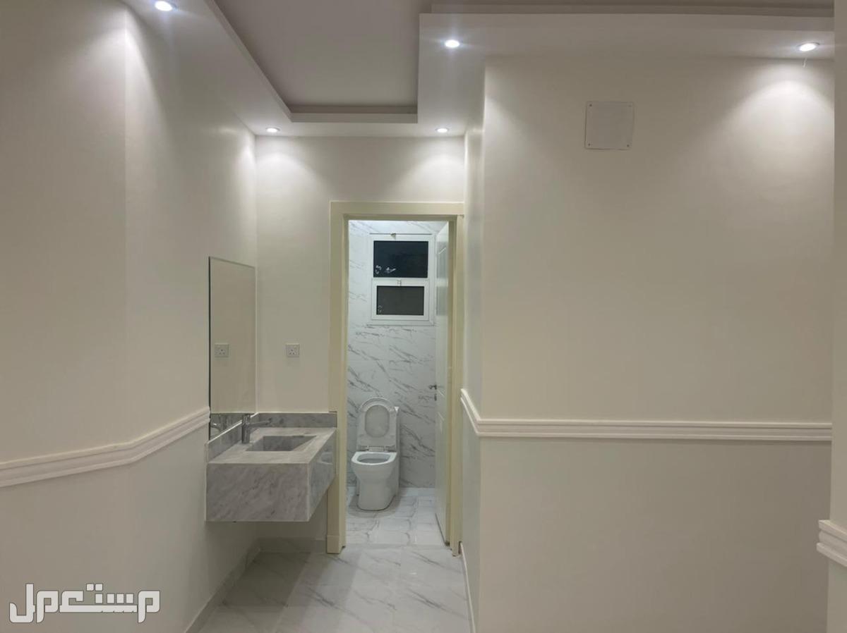للبيع شقة فاخره 5 غرف خزان ارضي وعلوي مستقل المساحه 169 متر