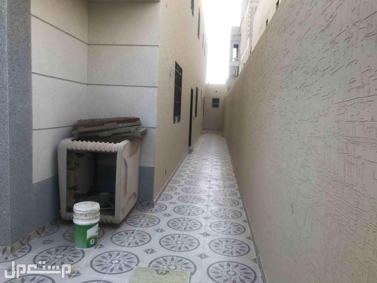 للبيع دور ارضي بصك وعلوي بصك م 300 بحي العزيزيه (الرياض)