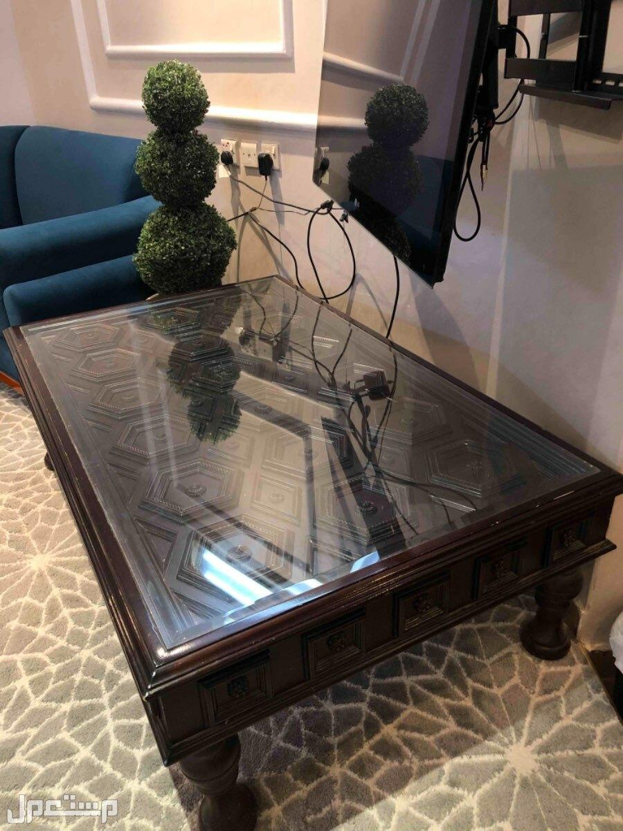 طاولة ضيافه / تقديم  - بحاله جيده جداً
