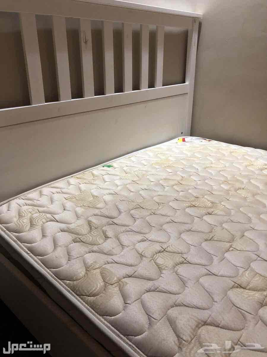 سرير و كومدينه و تسريحة من ايكيا و مرتبة من سليب هاي