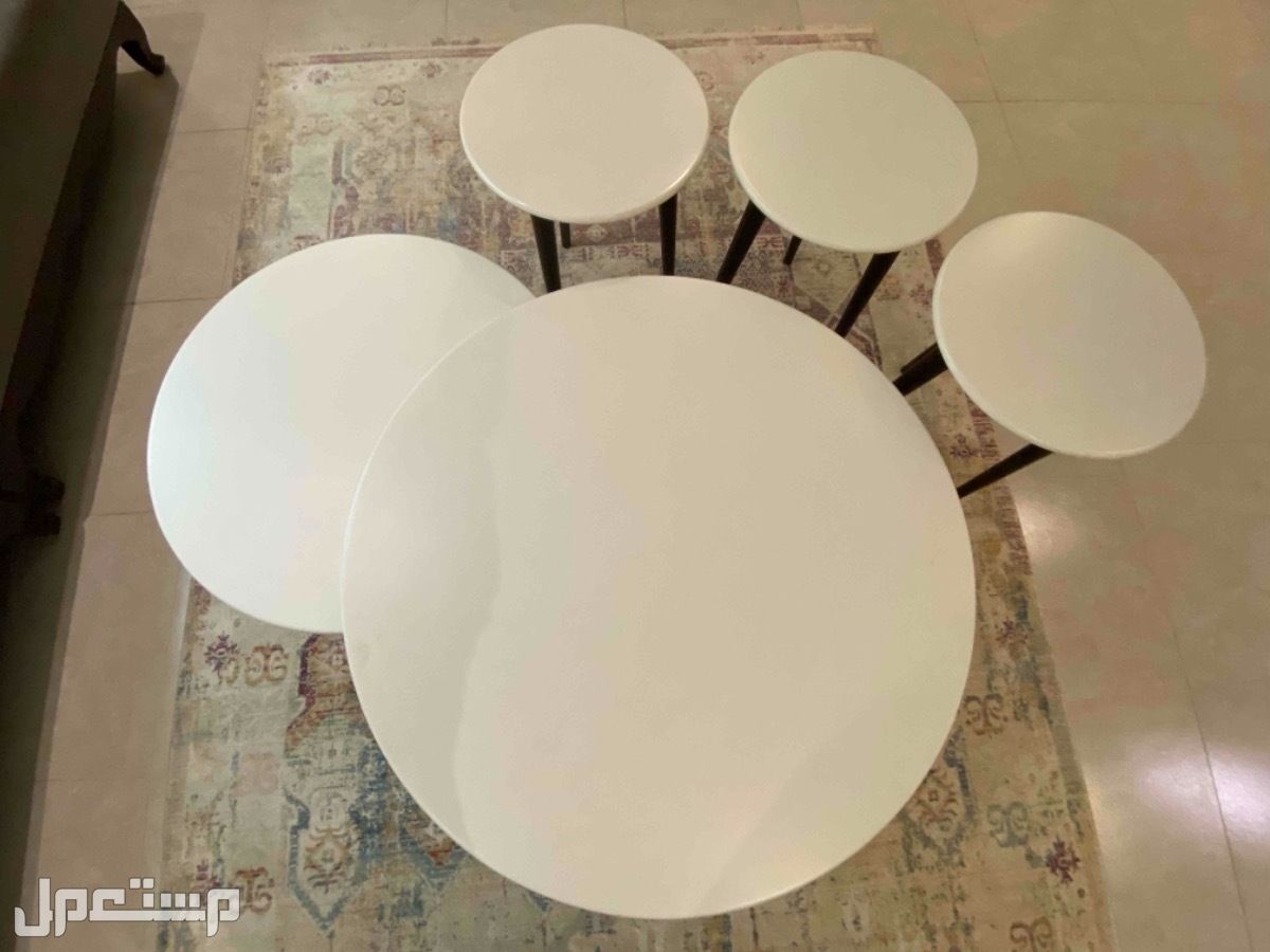 طاولة قهوه وسط و طاولات خدمه جانبيه