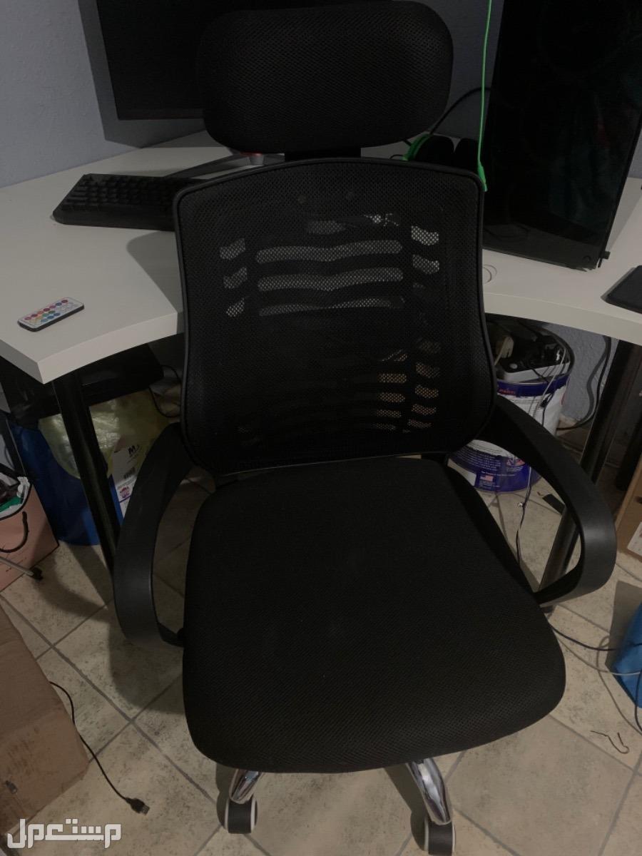 للبيع طاولة مكتبيه زاويه من ايكيا + كرسي