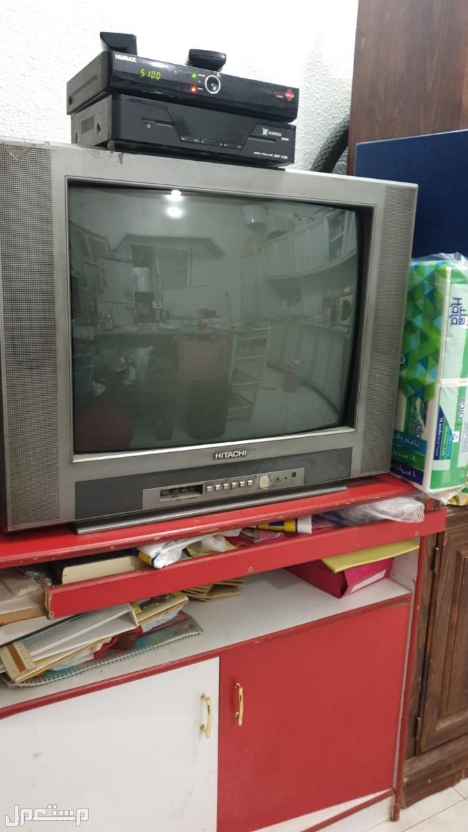 شاشة   هاس 42 بوصة وتلفزيون هتاشي 32   بوصة  وعدد  2 ريسيفر وطاولة تليفزيون