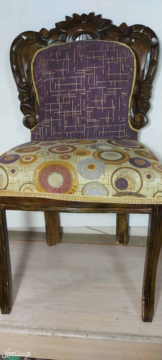 كرسي قديم كلاسيكي قطعة متحفية جميلة