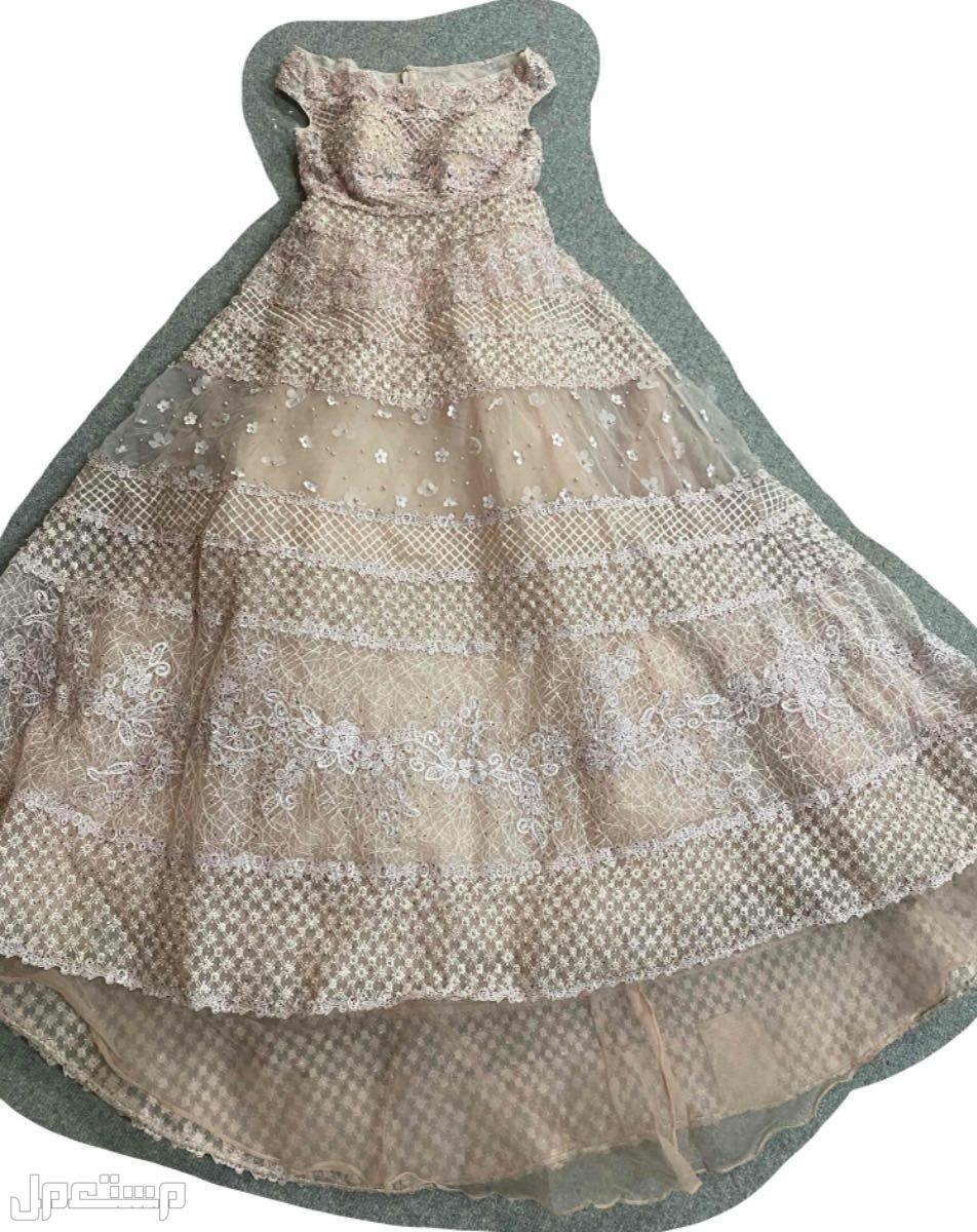 فستان سهرة فاخر سوارفسكي لم يستخدم الا ساعه فقط