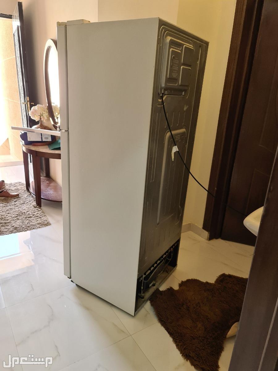 ثلاجة سامسونق للبيع فيها محركين او الفريزر مفصول عن الثلاجة