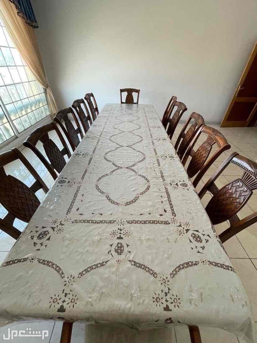 طاولة طعام عدد 12 شخص