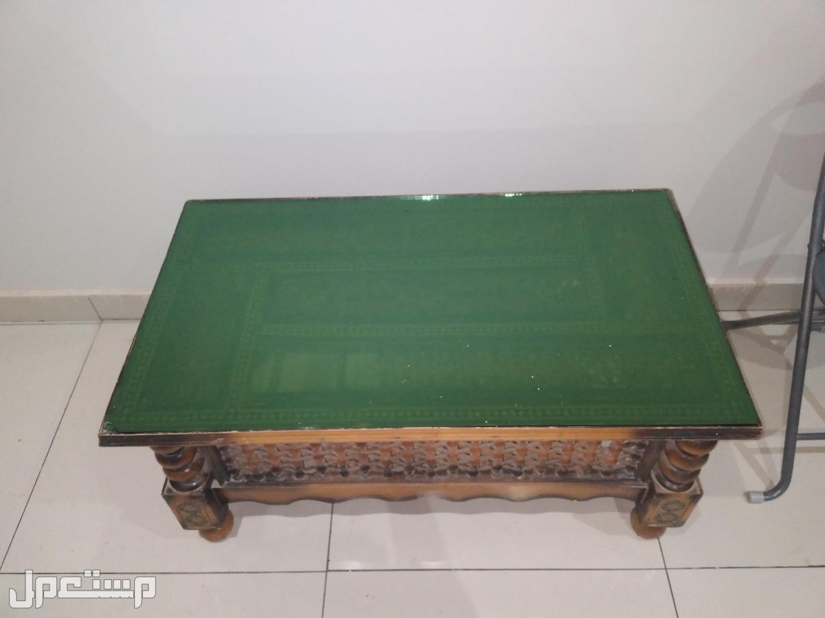 طاولة قديمه للبيع