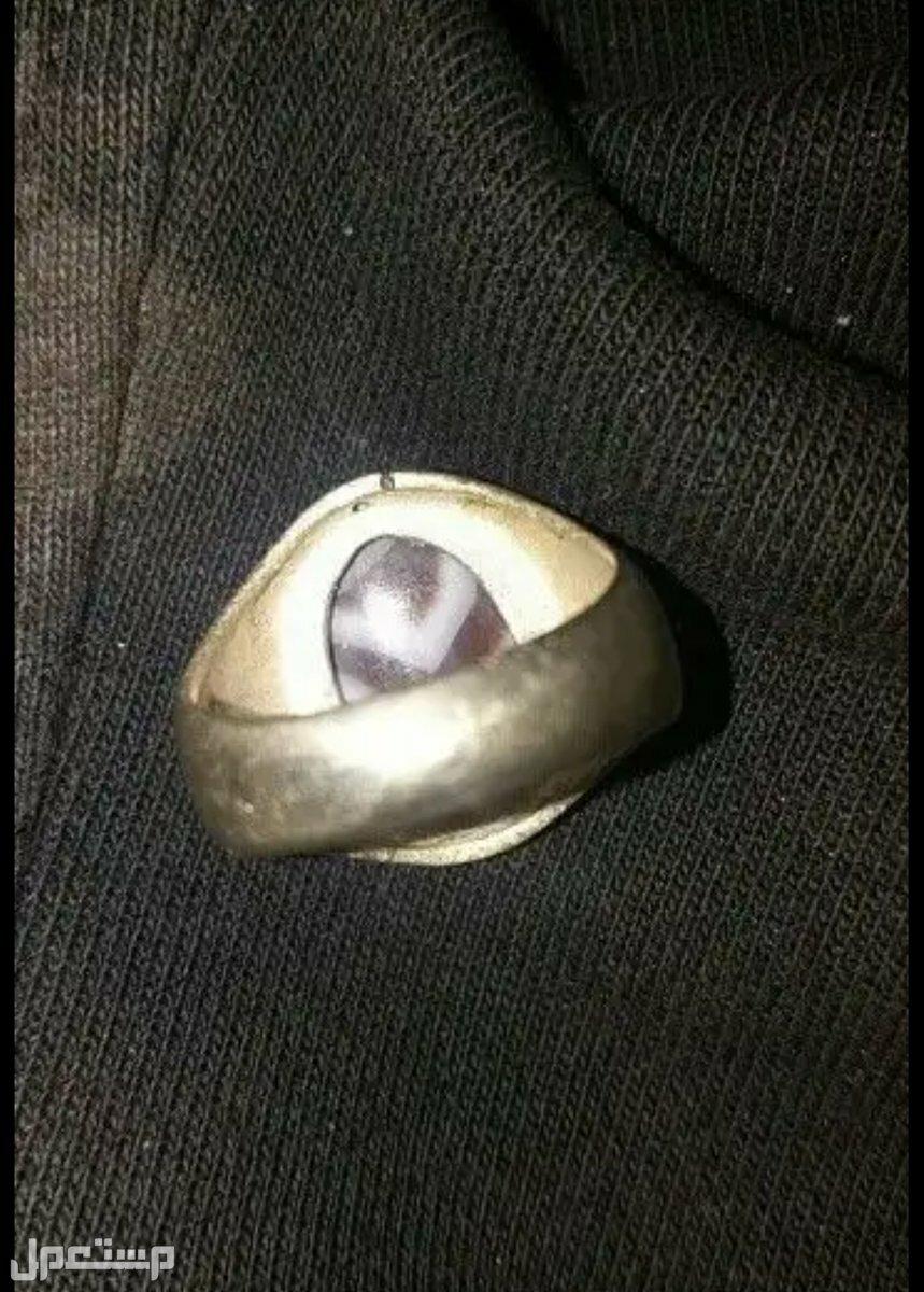 خاتم فضة وحجر عقيق مميز من النواادر