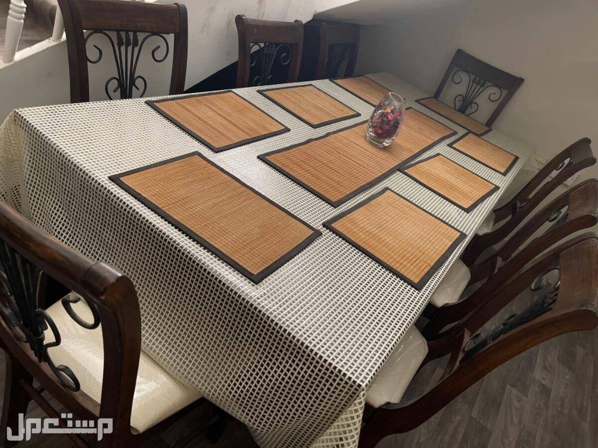 طارلة طعام 8اشخاص طاولة خشب شبه جديده
