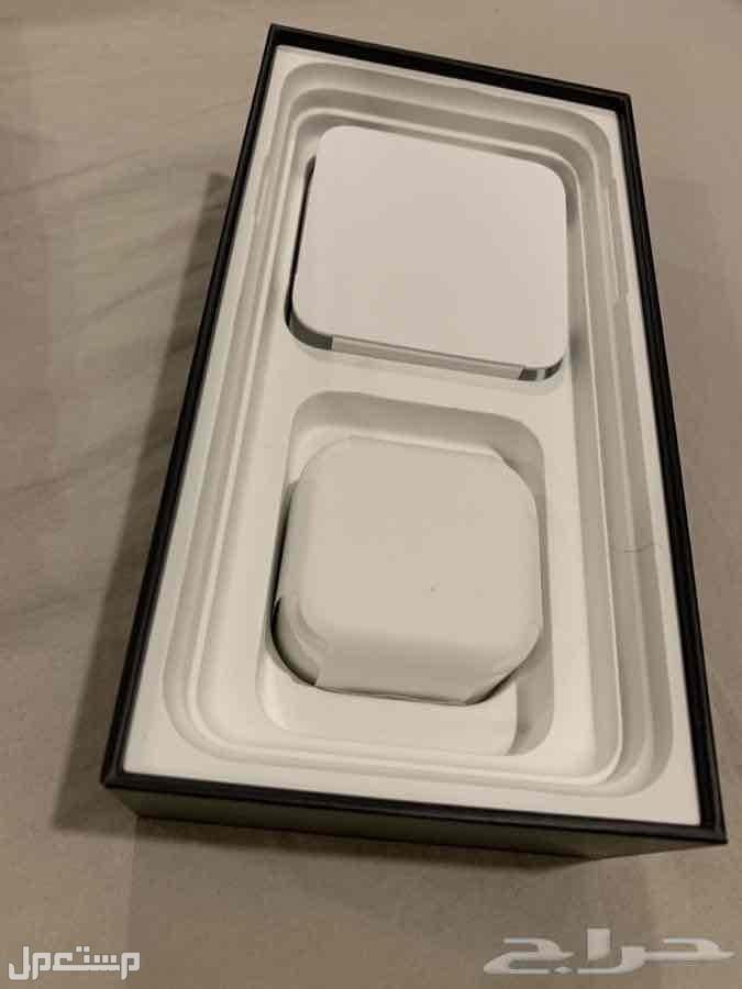 ايفون 11برو ماكس شبه جديد 256 جيجا بكامل ماحقاته لم تستخدم
