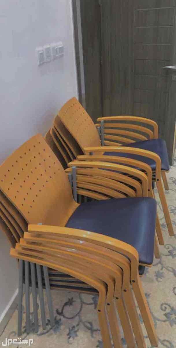 كراسي عدد11 كرسي نوع فاخر وممتاز الكراسي سليمه ولا يوجد بها اي ضرر