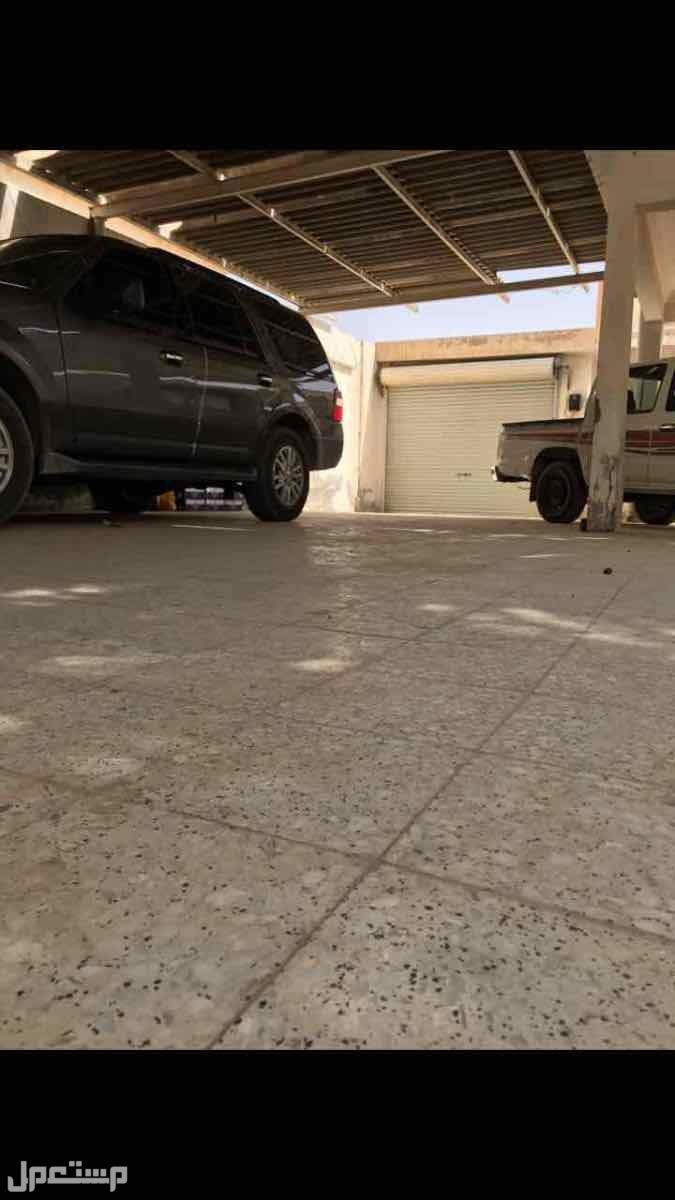 للبيع فيلا مع استراحه م 680 بحي العزيزية الرياض