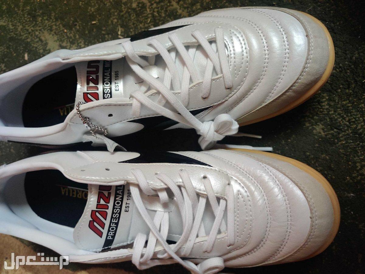 حذاء من ماركة ميزونو اليابانيه ملحوظة الحذاء جديد ولم يتم استعماله ولا مره
