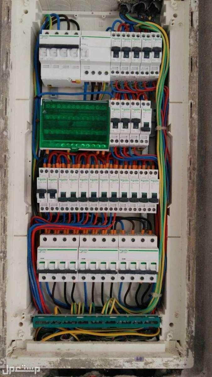 فني كهربائي منزلي جميع اعمال الكهرباء تمديدات كهربائية وصيانة