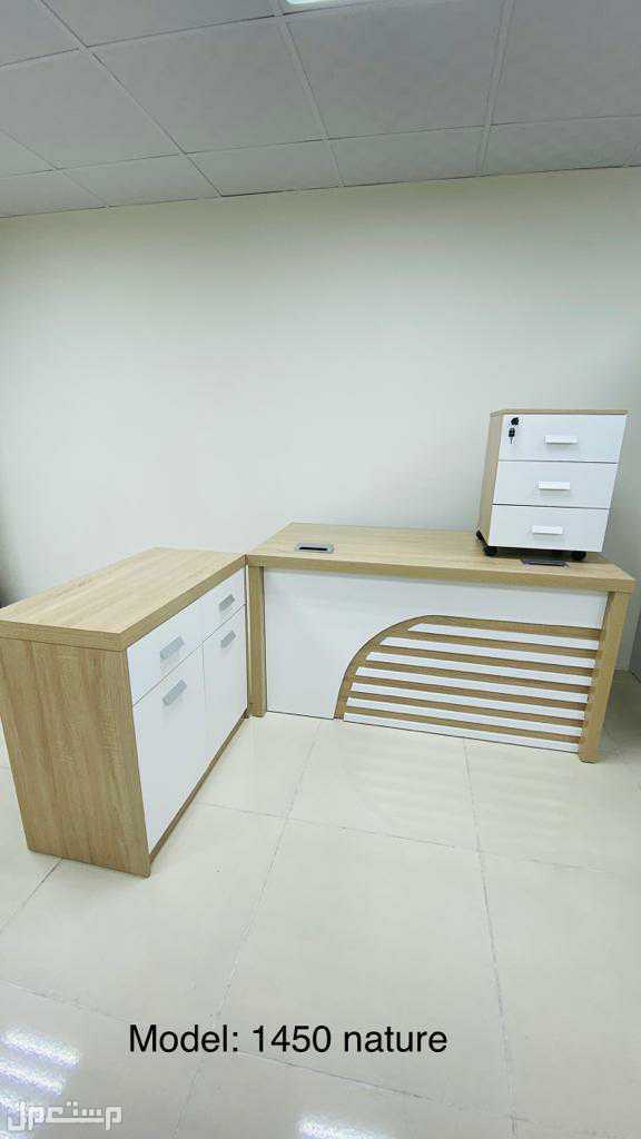مكاتب خشب وادراج