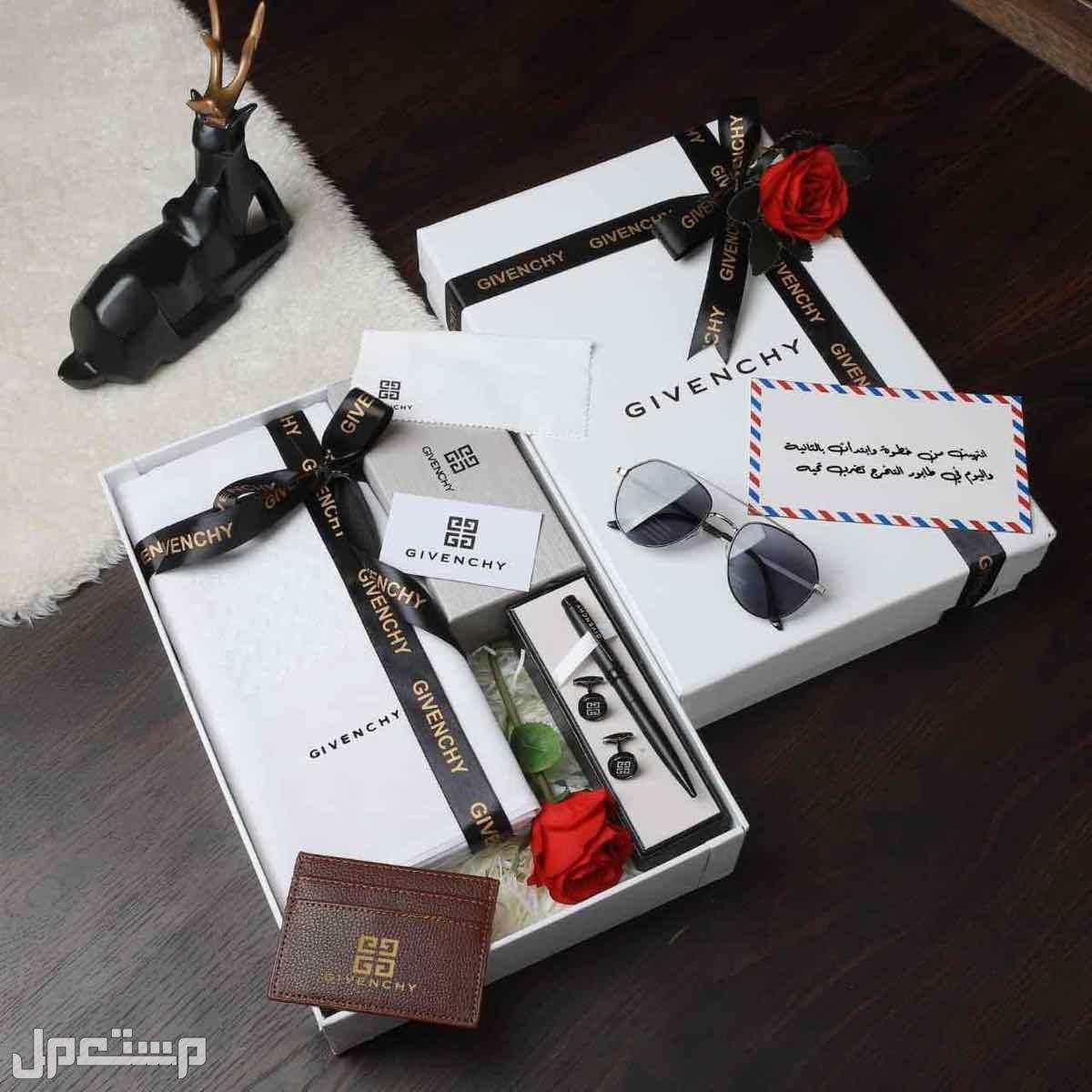 بوكس هدايا رجالي ملكي جيفنشي قوتشي قماش شماغ مشلح قلم كبك نظاره ميداليه